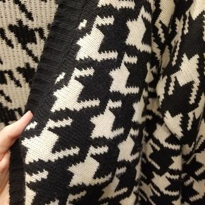 WORN ONCE Houndstooth sweater!